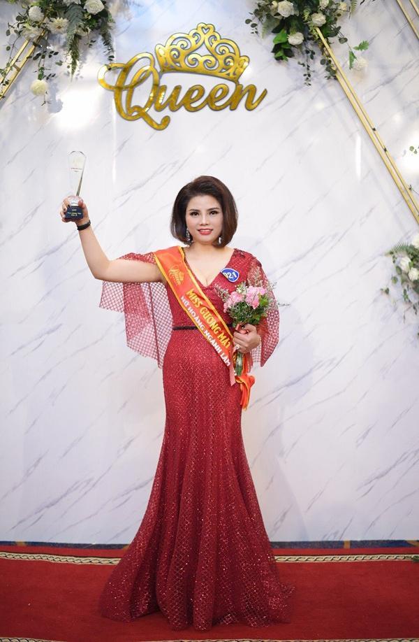 Doanh nhân Phạm Hương - Nữ hoàng có gương mặt khả ái trong cuộc thi Queen Beaut-3