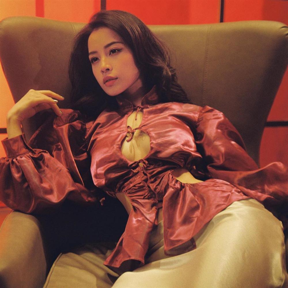 Cùng diện 1 chiếc áo khoét ngực: Chi Pu được ví như ảnh mạng - Ngọc Trinh thành thảm họa online-5