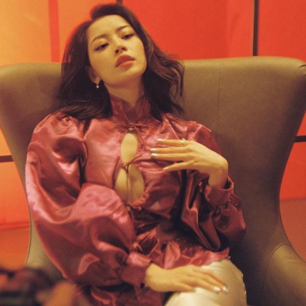 Cùng diện 1 chiếc áo khoét ngực: Chi Pu được ví như ảnh mạng - Ngọc Trinh thành thảm họa online-6