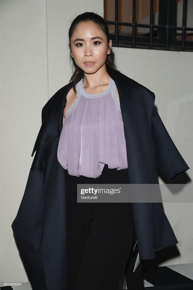 Brooklyn Beckham, Rose Black Pink xem show thời trang cùng chị gái bệnh nhân Covid thứ 17-4