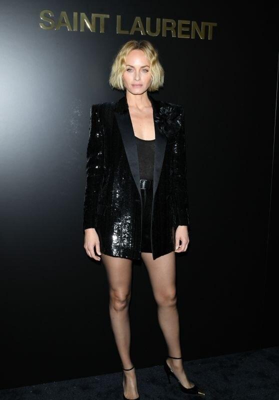 Brooklyn Beckham, Rose Black Pink xem show thời trang cùng chị gái bệnh nhân Covid thứ 17-9