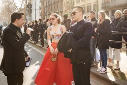 'Yêu cầu nghệ sĩ Việt dự show thời trang ở châu Âu kiểm tra y tế'