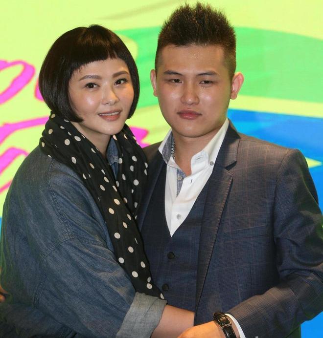 Biểu tượng gợi cảm Đài Loan lấy tài xế Uber kém 15 tuổi: Bị ám ảnh vì cưới chồng trẻ-6