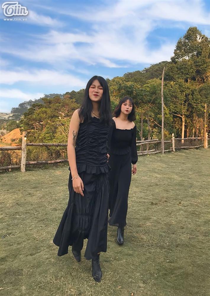 Cặp LGBT nữ nên duyên nhờ like dạo, gu thời trang chất lừ đang khiến dân mạng xôn xao-4