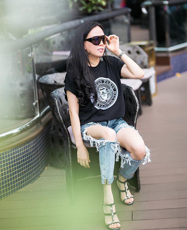 Bộ sưu tập những chiếc quần jeans rách toang, mặc lần nào thảm họa lần đấy của Phượng Chanel-2