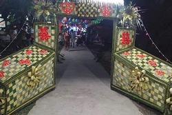 Xôn xao cổng rạp cưới trang trí không khác gì 2 chiếc quan tài, dân mạng tranh cãi kịch liệt