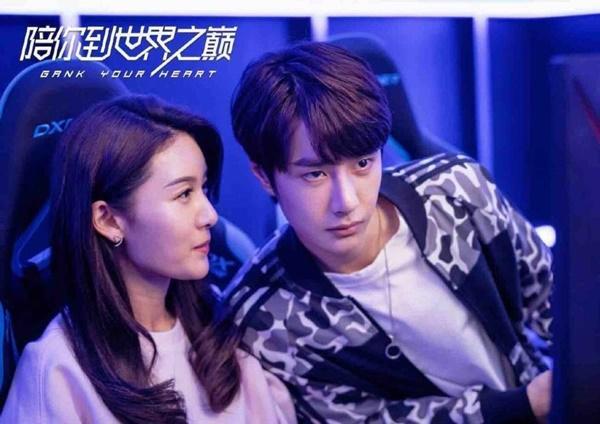 Vương Nhất Bác hóa game thủ đẹp trai đến rụng tim trong phim Cùng em đi đến đỉnh vinh quang-2