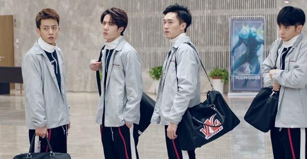 Vương Nhất Bác hóa game thủ đẹp trai đến rụng tim trong phim Cùng em đi đến đỉnh vinh quang-3