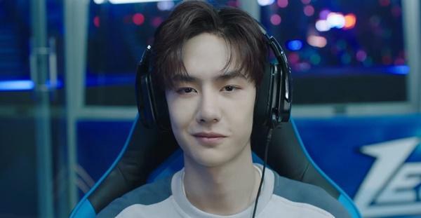 Vương Nhất Bác hóa game thủ đẹp trai đến rụng tim trong phim Cùng em đi đến đỉnh vinh quang-5