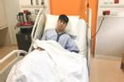 Duy Mạnh gượng cười sau ca phẫu thuật thành công