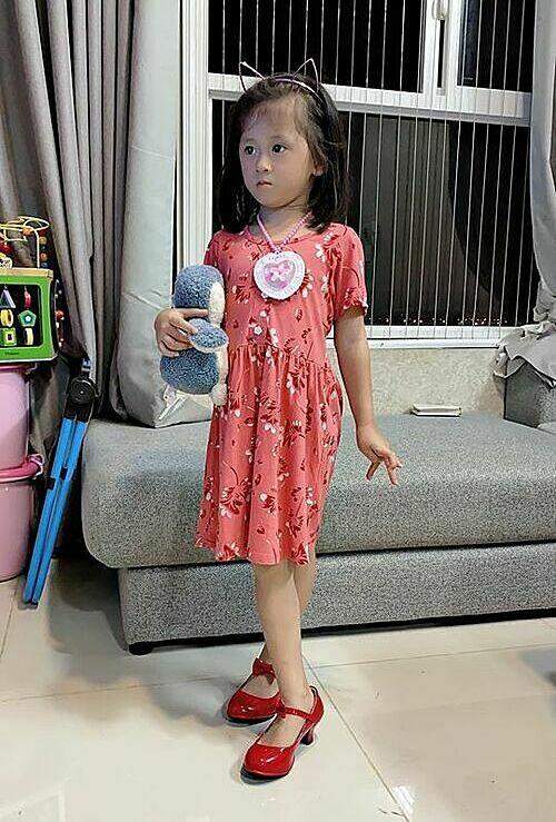 Trang Trần bức xúc vì con gái bị chê xấu-1