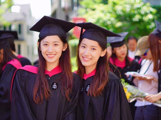 Cặp song sinh cùng tốt nghiệp Harvard, trở thành MC truyền hình-1
