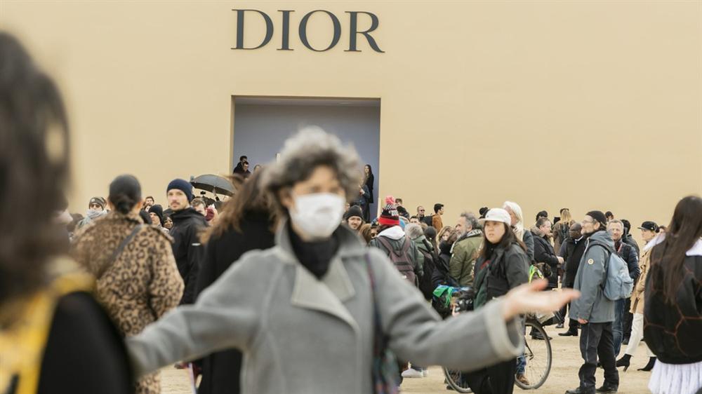 Khách dự show nhiễm virus, ngành thời trang xa xỉ tê liệt vì Covid-19-1