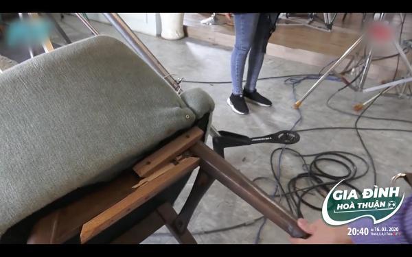 Hồng Vân ngượng đỏ mặt vì ngồi đến mức gãy ghế trong khi quay phim-6