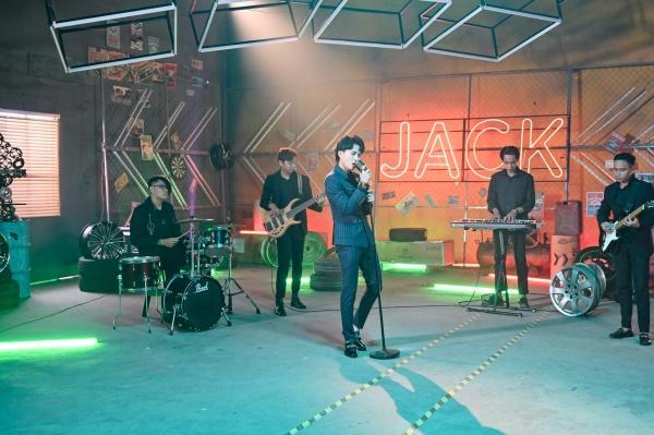 Mừng MV đạt top 1 trending, Jack tung clip cận cảnh vũ điệu 'mài mái mai' tặng fan-1