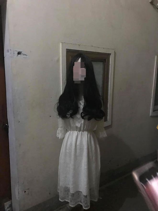 Đi ăn đêm về, thanh niên đứng hình khi thấy vật thể lạ trước cửa phòng trọ-1