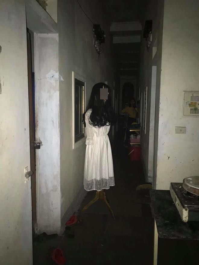 Đi ăn đêm về, thanh niên đứng hình khi thấy vật thể lạ trước cửa phòng trọ-2