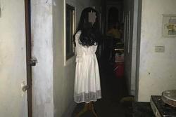 Đi ăn đêm về, thanh niên 'đứng hình' khi thấy vật thể lạ trước cửa phòng trọ
