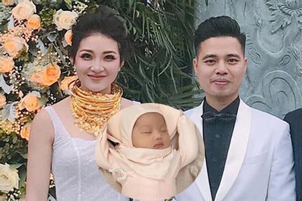 Hé lộ hình ảnh hiếm hoi về con gái mới sinh của rich kid đeo 200 cây vàng ở Nam Định