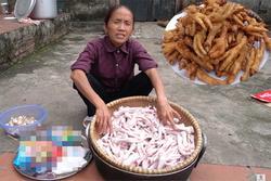 Bà Tân làm 10kg chân gà đãi con trai, người xem tò mò suốt clip Hưng Vlog không ló mặt