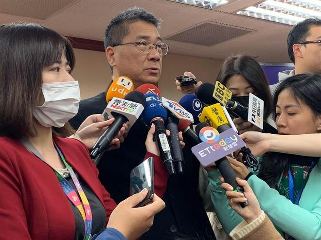 Sợ dịch, người Đài Loan cúng Tết Thanh Minh qua mạng, dâng hoa quả ảo-1