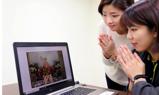 Sợ dịch, người Đài Loan cúng Tết Thanh Minh qua mạng, dâng hoa quả ảo-2