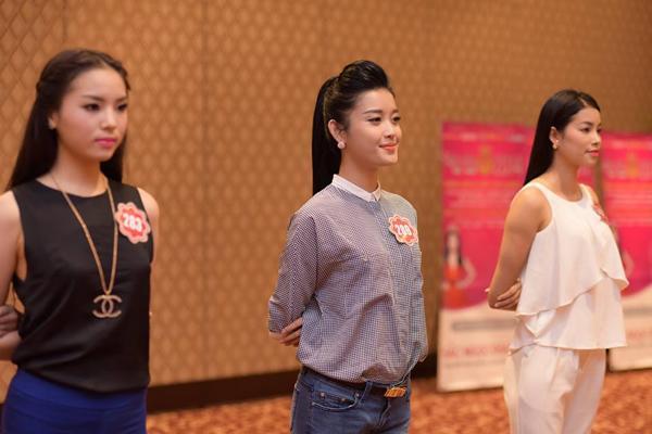 ẢNH HOT NHẤT NGÀY: 2 hoa hậu Khánh Vân và Phạm Hương làm nền cho Kỳ Duyên tỏa sáng-2