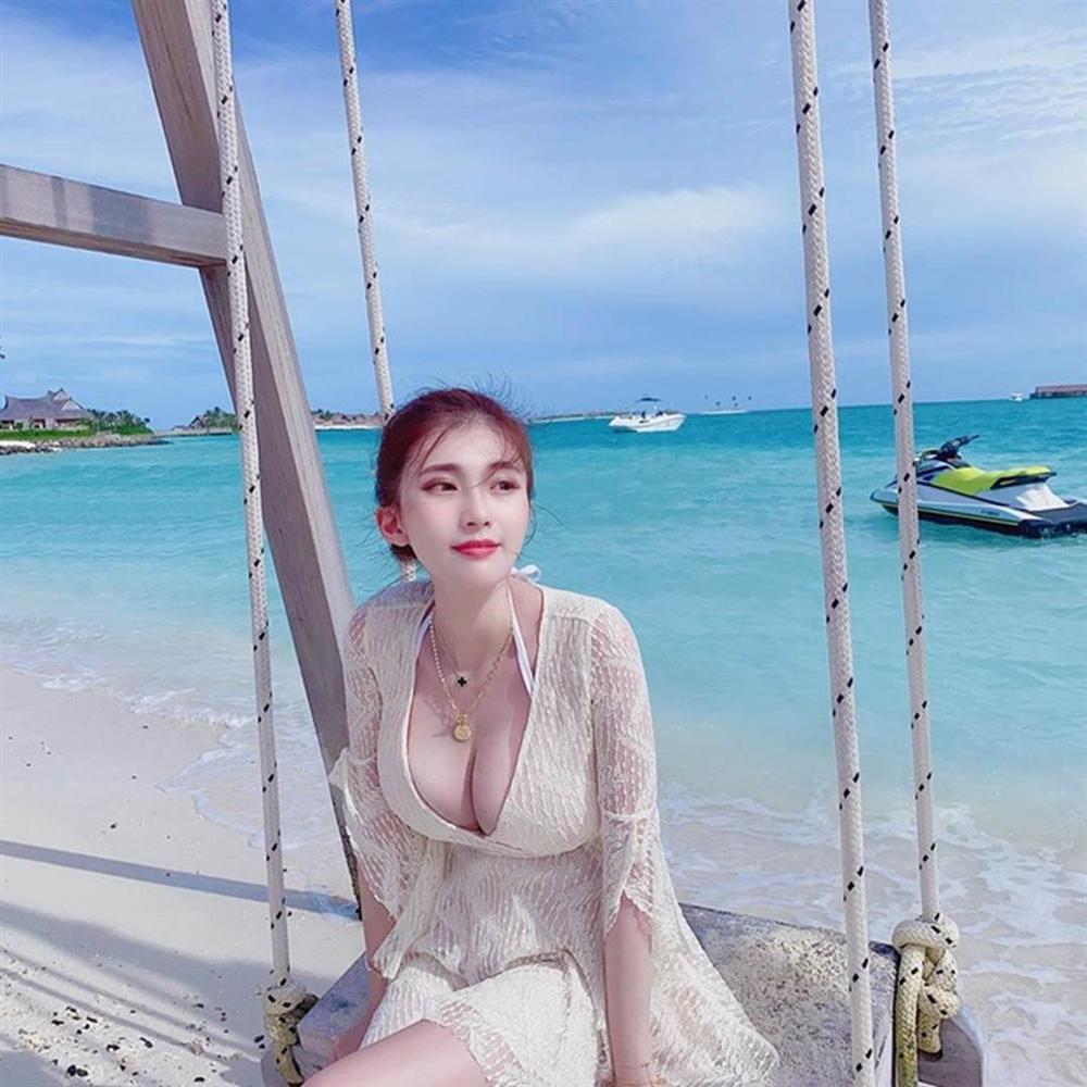 Hot girl Đài Loan bị nghi photoshop vòng một trong các ảnh đăng mạng-3