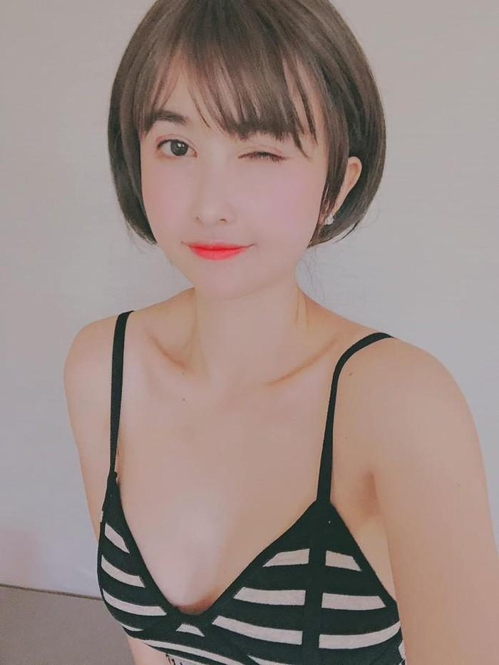 Do chọn sai váy áo nên vợ đại gia Minh Nhựa để lộ vòng 1 trồi sụt bất thường?-3