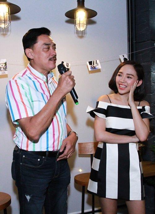 Xúc động với bài thơ bố Tóc Tiên viết gửi con gái, vừa ấm tình phụ tử vừa đầy đủ đạo lý làm người-2