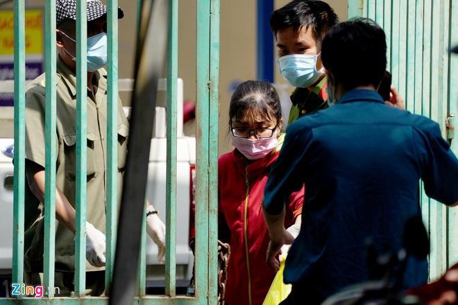 Phong tỏa chung cư Hòa Bình, nơi bệnh nhân thứ 48 sinh sống-2