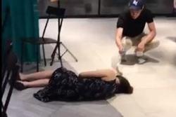 Nhà hàng Singapore bị ném đá khi bỏ mặc người ngất xỉu