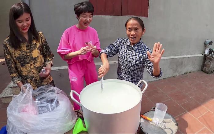 Làm 100 lít nước rửa tay khô phát miễn phí cho mọi người, Bà Tân Vlog được khen tới tấp-3