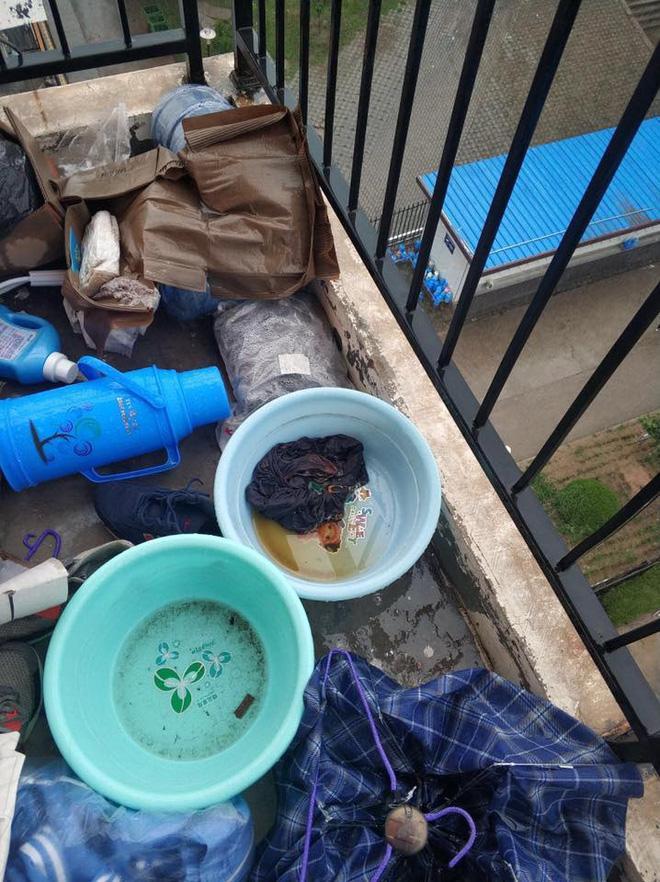 Thảm cảnh bạn cùng phòng ở bẩn đã lên một level mới, dân tình khuyên nên ra bãi rác luôn cho đỡ tốn tiền thuê phòng-2