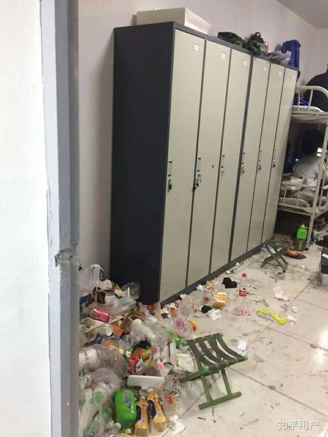 Thảm cảnh bạn cùng phòng ở bẩn đã lên một level mới, dân tình khuyên nên ra bãi rác luôn cho đỡ tốn tiền thuê phòng-6
