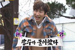 'Hoàng tử Châu Á' Lee Kwang Soo chống nạng tham gia 'Running Man'