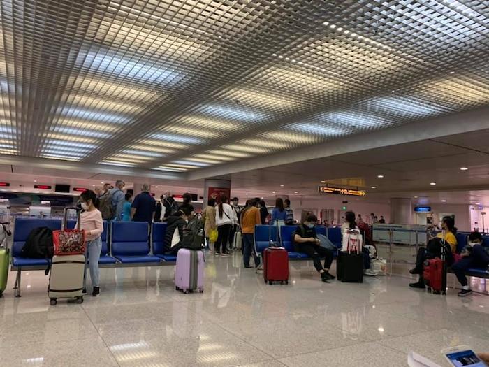Song Luân kiểm tra sức khỏe tại sân bay, sẵn sàng vào khu cách ly tập trung-2