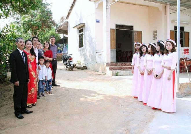 Cô dâu, chú rể Kon Tum hoãn cưới, rước dâu bằng xe máy để tránh dịch-1