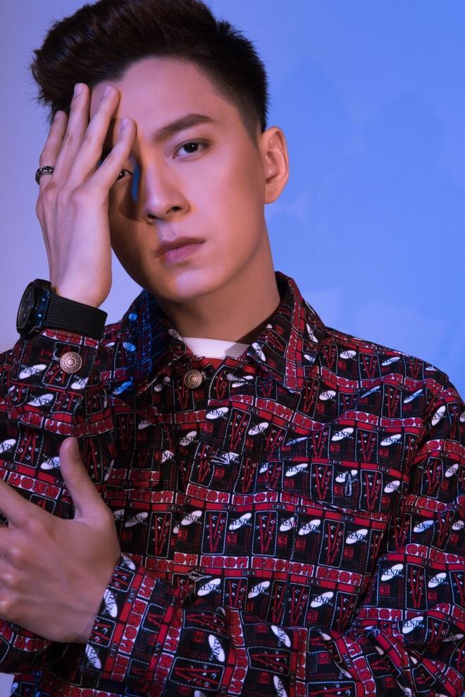 Ngô Kiến Huy nói gì khi bị cho là cố tình nhắc đến Khổng Tú Quỳnh trong MV  mới?