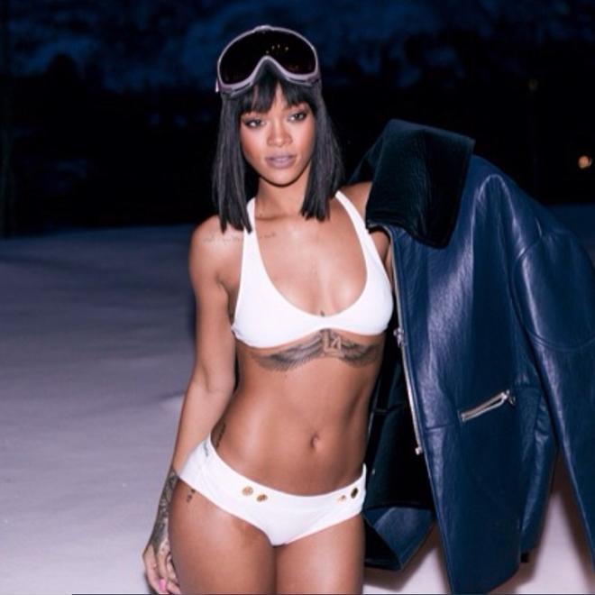 Phạm Hương đu trend mặc bikini giữa trời tuyết chậm cả nửa năm trời, vẫn bị soi chi tiết kém sang-10