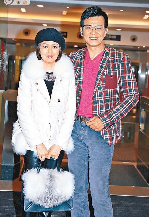 Nam thần một thời của TVB: sự nghiệp xuống dốc vì vạ miệng, tán gia bại sản cứu vợ bị bệnh ung thư-6
