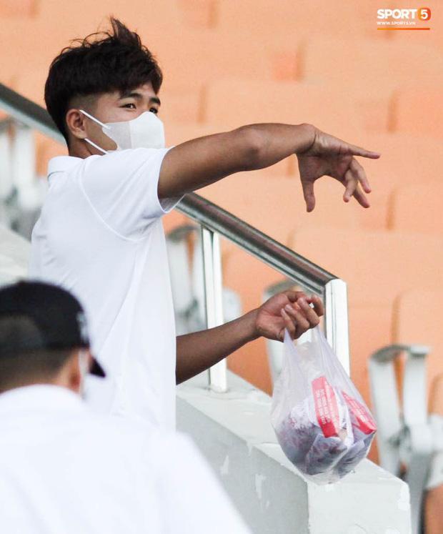 HLV trưởng tiết lộ sốc về bệnh của Hà Đức Chinh: Hiện tại chơi bóng sẽ nguy hiểm tính mạng, phải rất lâu nữa mới trở lại sân cỏ-3