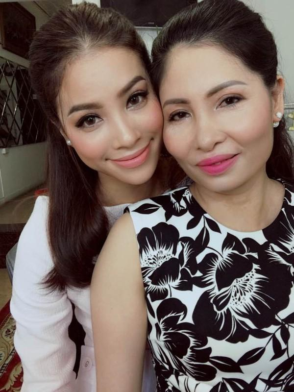 Yêu mẹ thì tốt thôi, nhưng sao Phạm Hương lại photoshop ảnh mẹ đến dị dạng thế này?-6