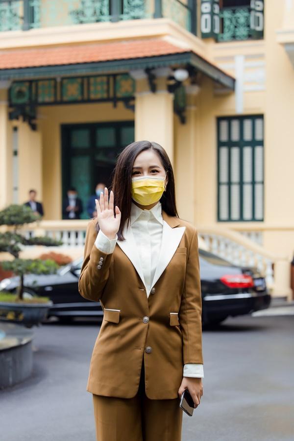 VZN News: Mai Phương Thúy gặp gỡ Thủ tướng trao 20 tỷ đồng chống đại dịch Covid-19-1