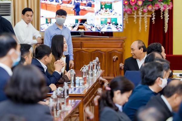VZN News: Mai Phương Thúy gặp gỡ Thủ tướng trao 20 tỷ đồng chống đại dịch Covid-19-2