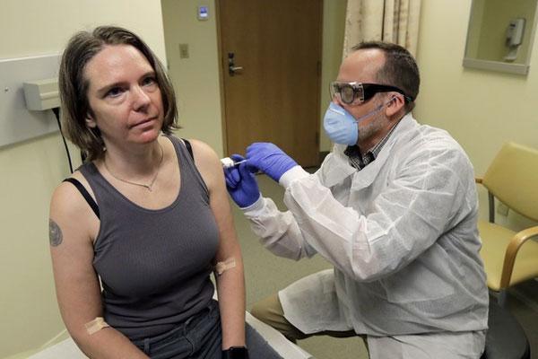 Người đầu tiên tiêm vaccine Covid-19: Tôi rất vui, thật điên rồ-2