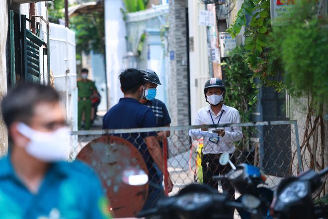 2 người phụ nữ trong con hẻm ở Sài Gòn bị nghi nhiễm Covid-19, cả con hẻm bị phong tỏa-6