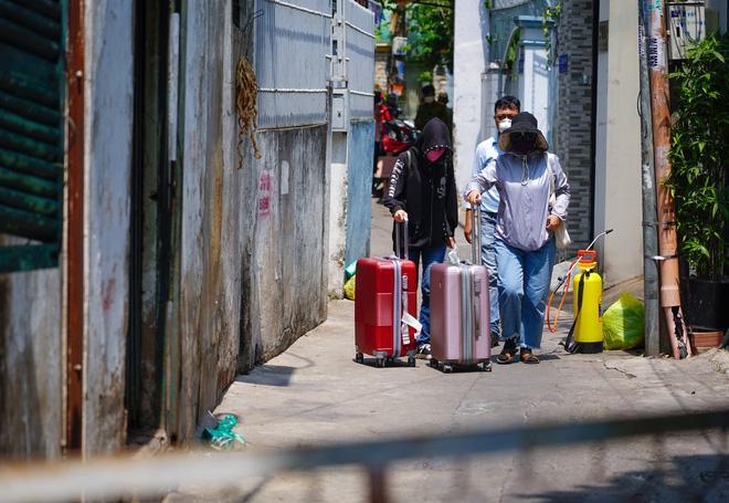 2 người phụ nữ trong con hẻm ở Sài Gòn bị nghi nhiễm Covid-19, cả con hẻm bị phong tỏa-1
