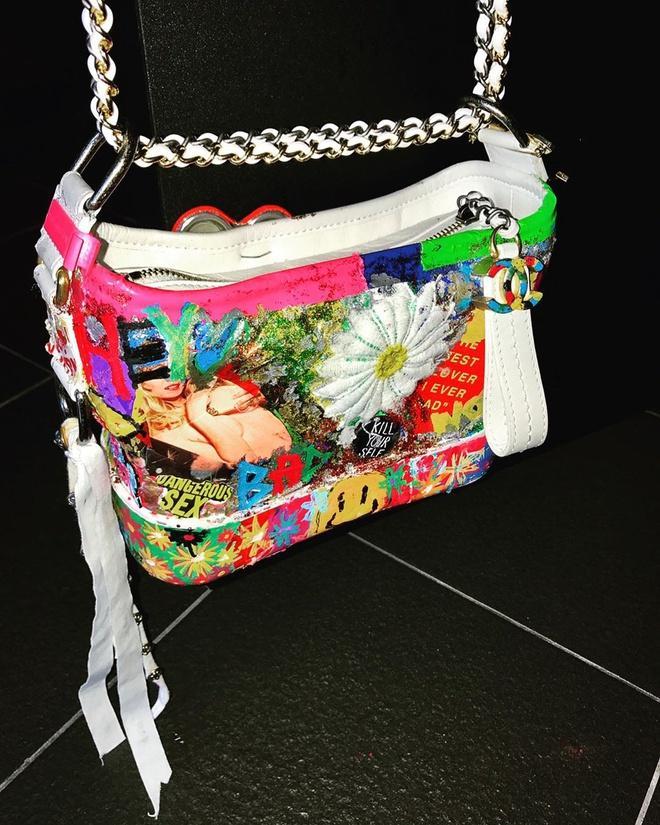 G-Dragon tô màu, vẽ hoa nữ tính lên túi Chanel 3.200 USD-1