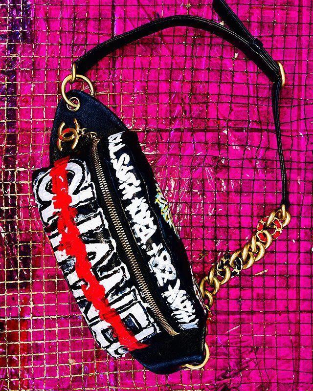 G-Dragon tô màu, vẽ hoa nữ tính lên túi Chanel 3.200 USD-6